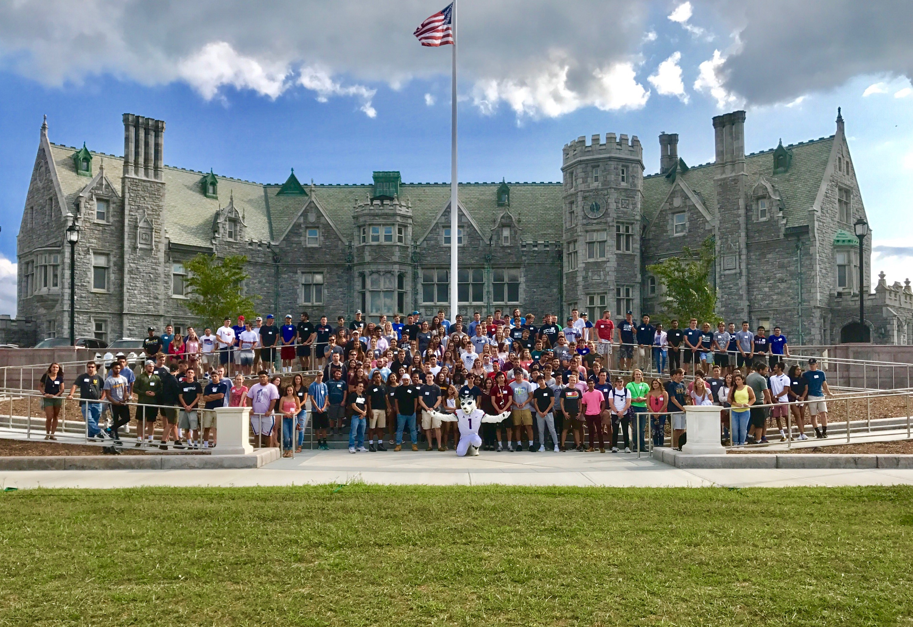 Large group of students in front of Branford House mansion.